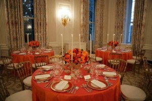 White_House_dinner_table_settings_Reagan_china[1]