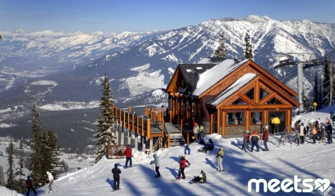 Fernie-ski-resort-travel-news-luggage-online-tourism-scenery-mountains-lol-cool-fancy[1]