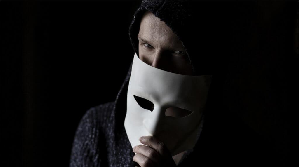 Почему люди прибегают к обману в соцсетях, и как не стать жертвой такого обмана?