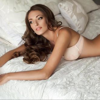 Nadiia, 25