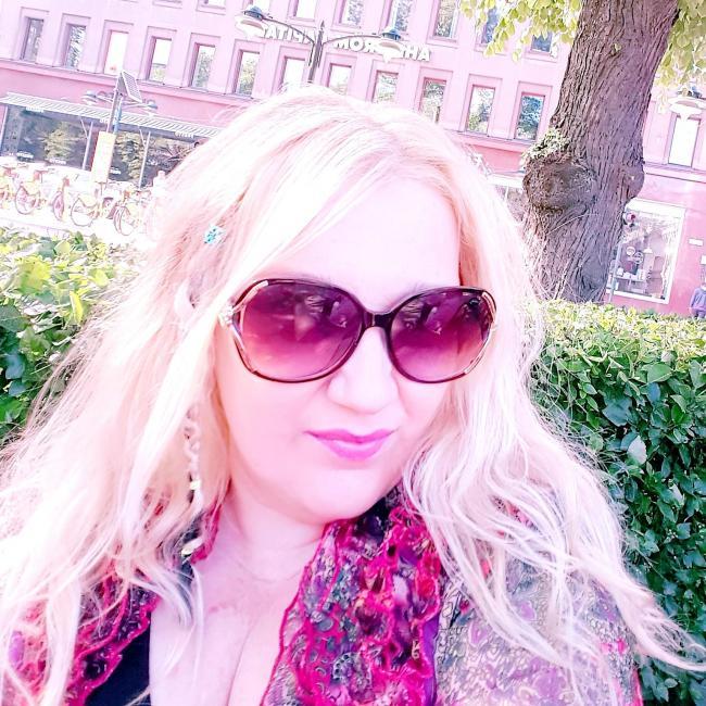 Sari Johanna, 41, Helsinki, Finland